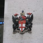 London Stock Exchange coat of arms by Kaihsu Tai (Public Domain)