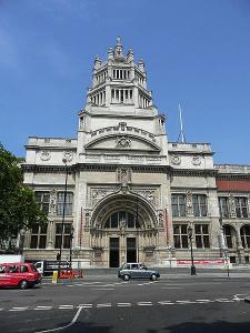 Victoria & Albert Museum by Simdaperce via Wikimedia Commons