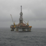 Drilling Rig by Tom Jervis vis Wikimedia Commons