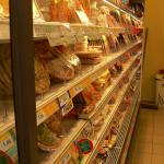Supermarket shelves (PD)