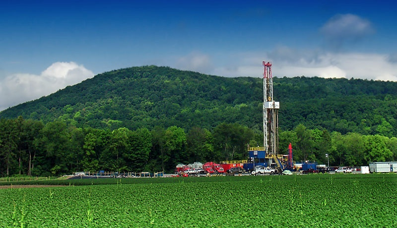 Shale gas drilling rig by Nicholas A Tonelli from Pennsylvania USA