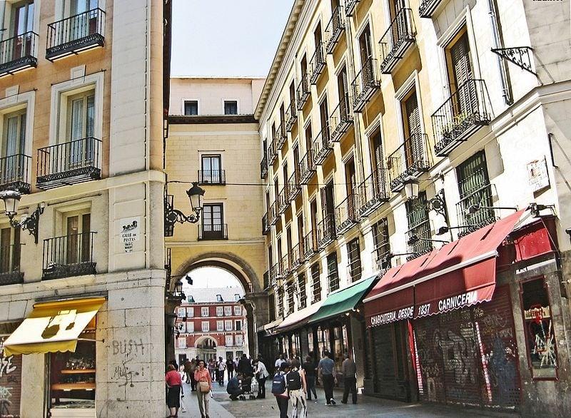 Calle de la Sal in Madrid by Manuel M. Vicente