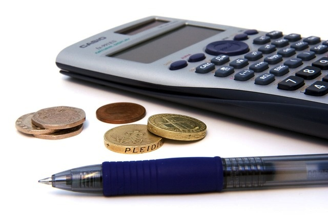 Calculator and pen (PD)