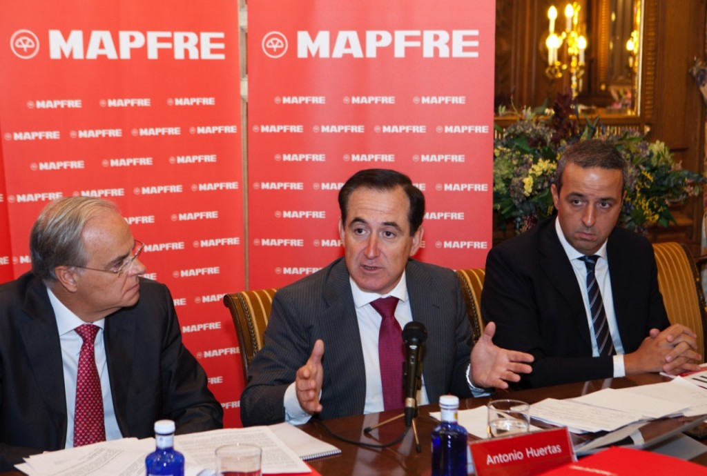 Esteban Tejera, First Executive Vice Chairman and CFO, Antonio Huertas, Chairman and CEO of MAPFRE and Nikos Antimissaris, EMEA Regional CEO.