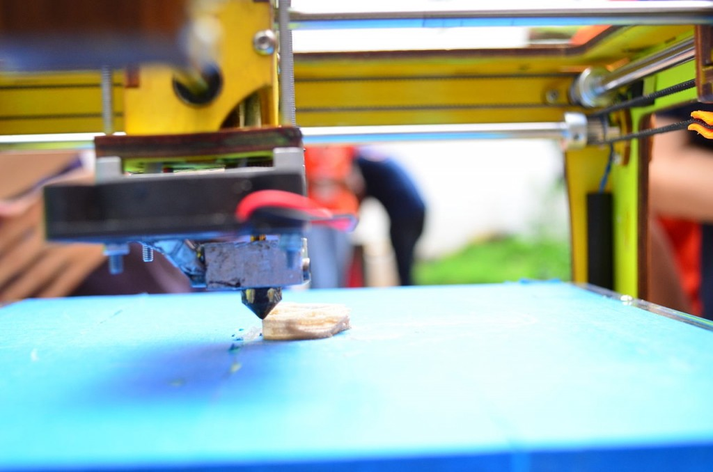 3d printer by Subhashish Panigrahi (CC BY-SA 3.0)