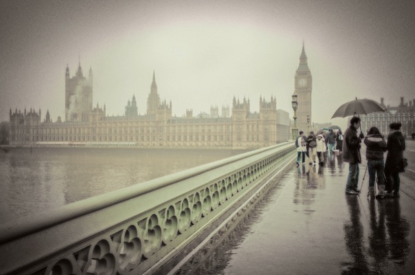 Westminster Mist - Lies thru a Lens (CC BY 2.0)