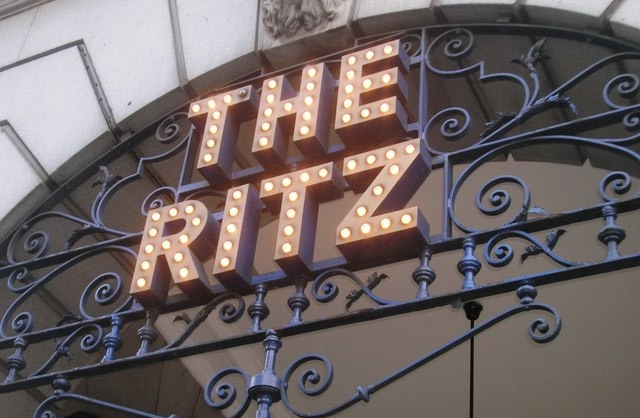 The Ritz London 2 By R Sones (CC-BY-SA-2.0)