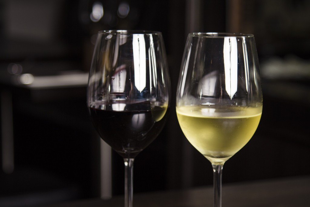 Red and white wine (PD)