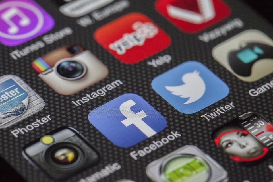 Social Media 1 (PD)